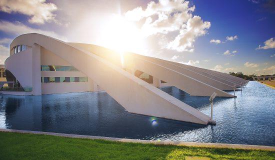Com espaço moderno, arrojado e divisórias móveis, o Pavilhão de Congressos e Convenções surpreende