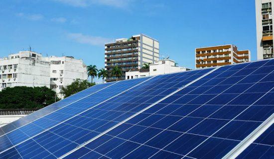 Energia elétrica com Sistema de energia solar ou sistema fotovoltaico.